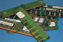 Kompiuterių atminties plokstės (RAM) matosi auksas-220